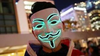 [포토] 성조기 몸에 두른 홍콩 시위대