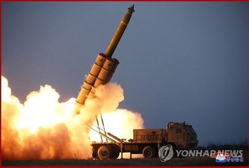 북한 초대형 방사포 30초 연발사격... 정확도 실전 운용은 글쎄