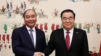 Chủ tịch Quốc hội Moon Hee-sang có buổi tiếp đón Thủ tướng Việt Nam Nguyễn Xuân Phúc tại văn phòng quốc hội