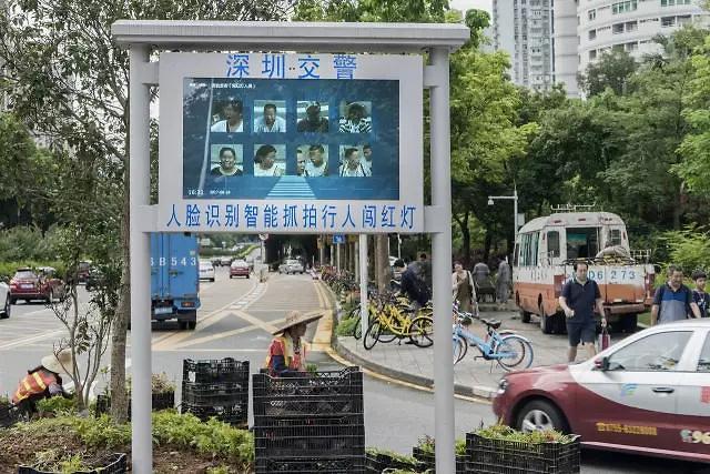 중국, 휴대폰 가입자 안면인식 의무화...빅브라더 현실로