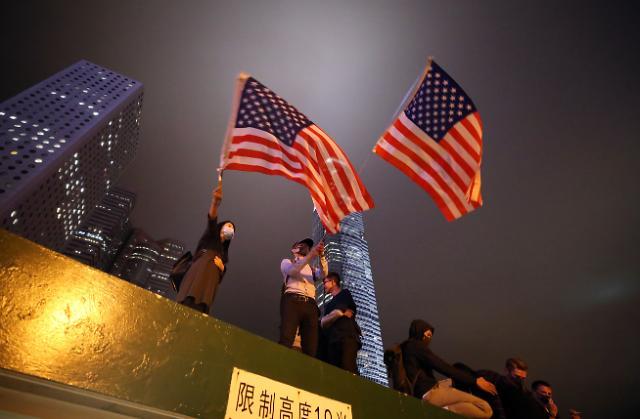 中, 홍콩인권법 대응 칼 빼들었다…美군함 입항거부·NGO 제재