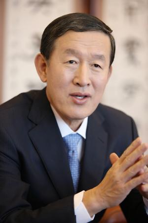 허창수 GS그룹 회장 용퇴… 무너진 전경련 재건에 '올인' 하나