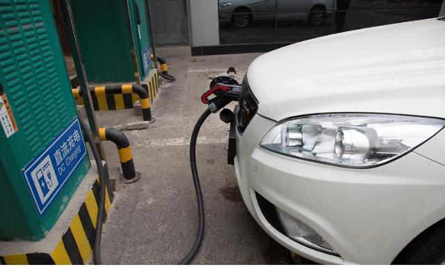 중국 자동차 판매량 4분의 1 전기차로 채운다