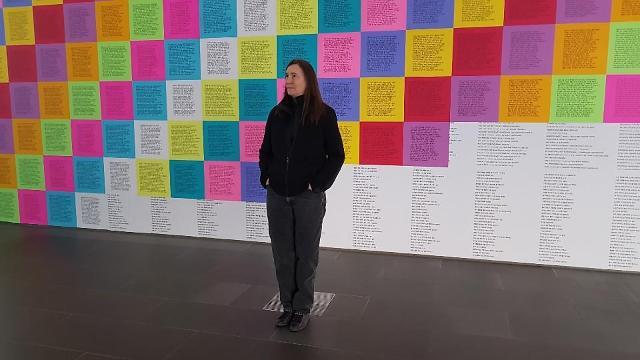개념미술가 제니 홀저 한국어 신작 선보여