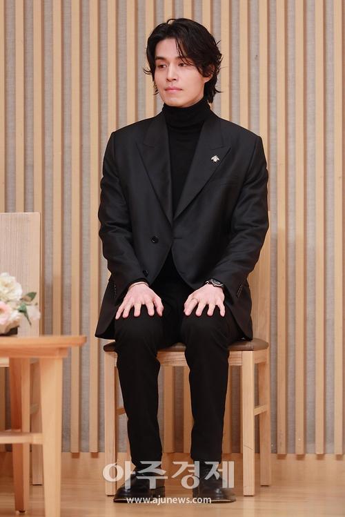 이동욱, '내년이면 40살, 나이 믿기지 않는 뽀얀 피부' (이동욱 토크쇼)