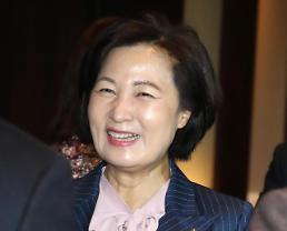 .文在寅提名执政党议员秋美爱为法务部长官.