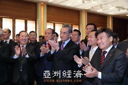 .王毅访韩与各界友好人士进行亲切交流.