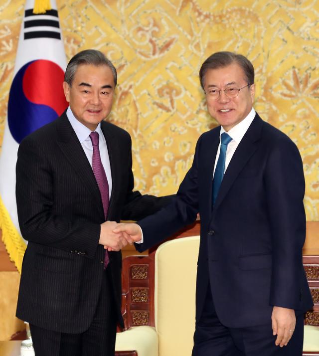 """中 왕이, 文 대통령 접견서도 미국 비판…""""전략적 소통 위해 한국 왔다"""""""