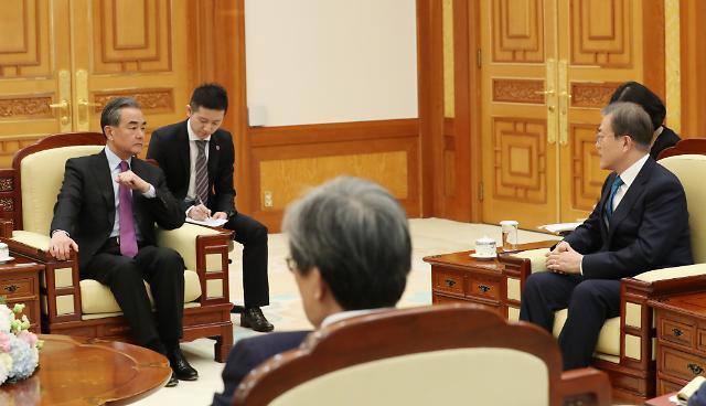 """왕이 접견한 文 대통령 """"시진핑 中 국가주석 만남 고대"""""""