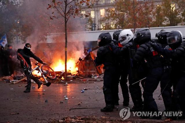 멈춰선 프랑스…연금개편 저지 무기한 총파업·집회 돌입