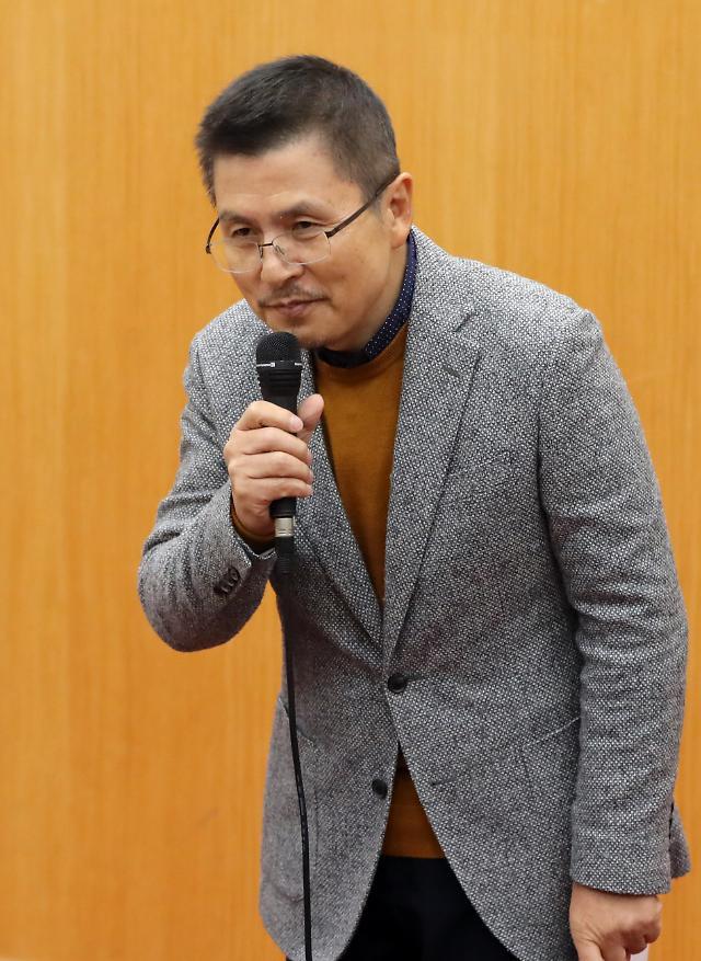 서울대 찾은 황교안 소득주도·주52시간 비판에 열변