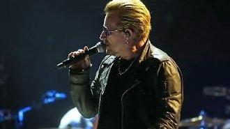 Tổng thống Moon gặp gỡ ban nhạc rock Ailen U2's Bono tại Seoul
