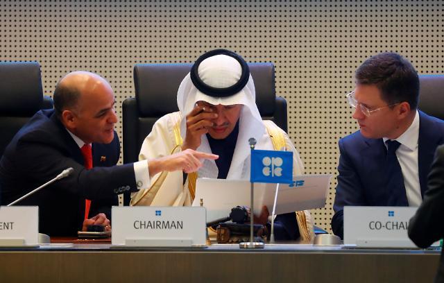 OPEC+, 내년부터 원유생산량 50만배럴 더 줄인다…내년 3월까지