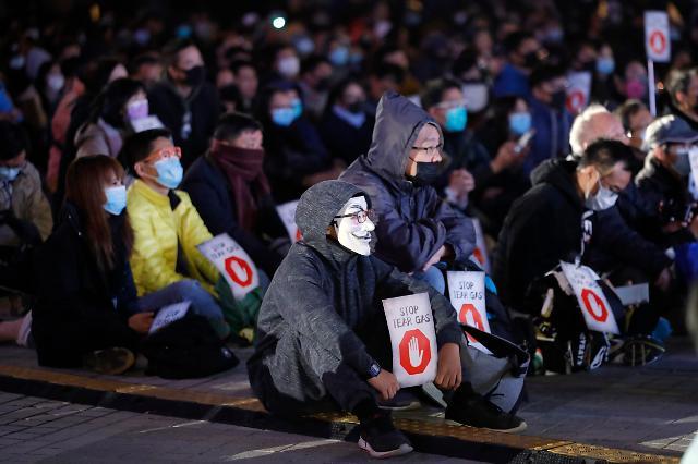 """""""성분 공개하라""""…홍콩, 경찰 최루탄 사용 규탄 집회"""