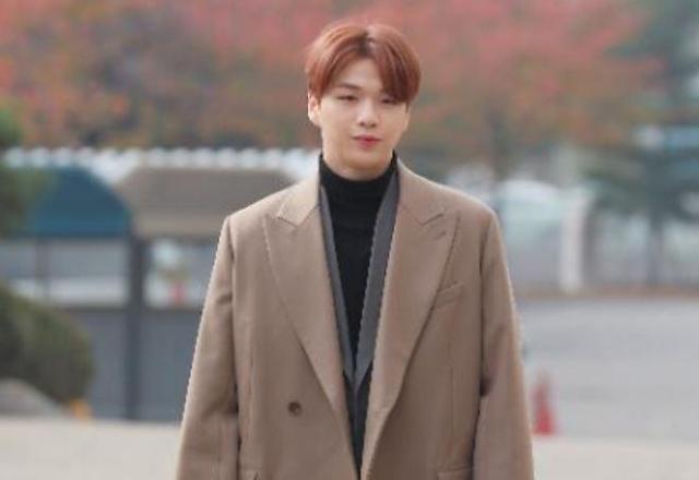 강다니엘, 우울증·공황장애로 활동 중단
