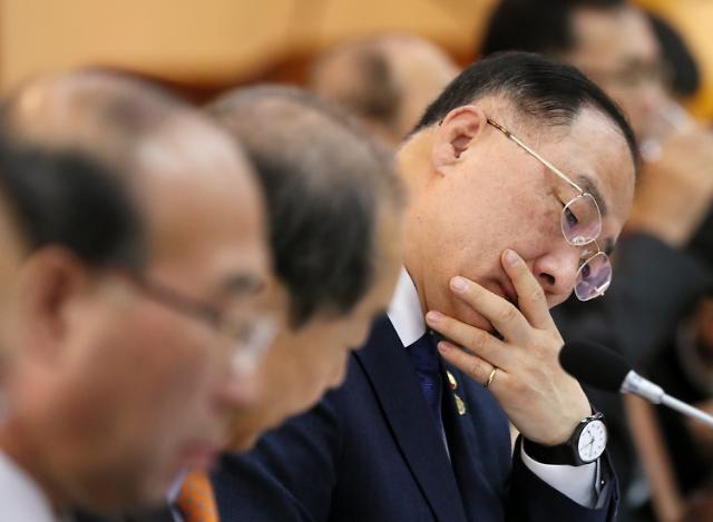 """홍남기 """"내년 예산안 확정, 문제시 책임질 것""""...예결위원장에 반박"""