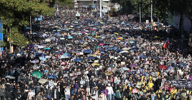 홍콩 시위 6개월...구의원 선거 후 첫 대규모 시위 평화적 마무리