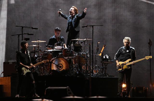[슬라이드 화보] 세계적인 록밴드 U2, 역사적인 첫 내한 공연
