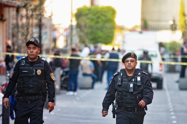 멕시코 대통령궁 근처서 총격 발생...용의자 포함 5명 사망