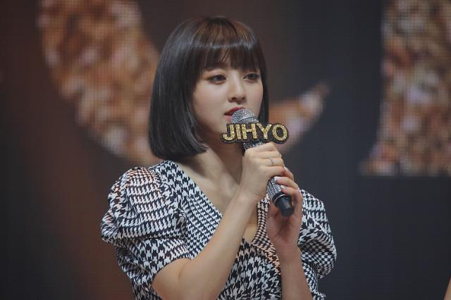 트와이스 지효, 공항서 팬몰려 부상···무질서·과도한 사진촬영 NO[공식]