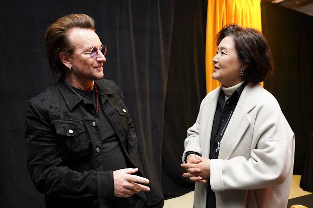 [포토] 록밴드 U2 보노 만나는 김정숙 여사