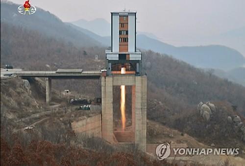 """临近年末""""朝鲜洲际导弹发动机试验""""美国""""警告介入大选""""……渐行渐远的韩半岛和平"""