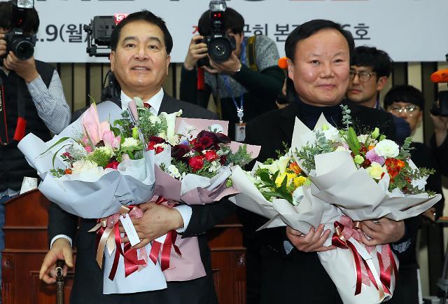[포토] 자유한국당 새 원내대표에 심재철 의원