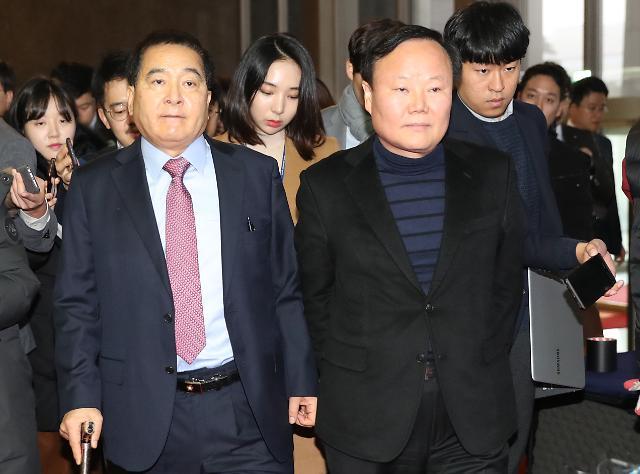 [포토] 의원총회 참석하는 심재철 원내대표