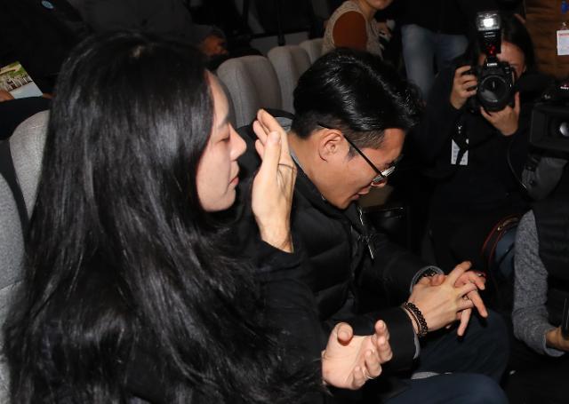 """민식이법 통과에 故김민식군 부모 """"앞으로 다치는 아이 없길"""" 눈물"""