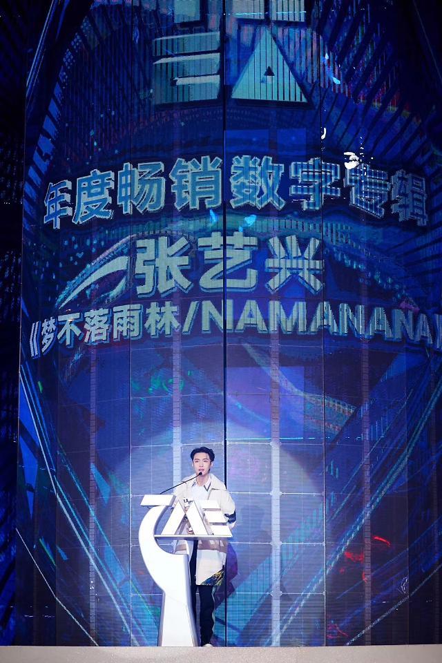 [스타 in 중국] 엑소 레이, 중국 연말 시상식 휩쓸어