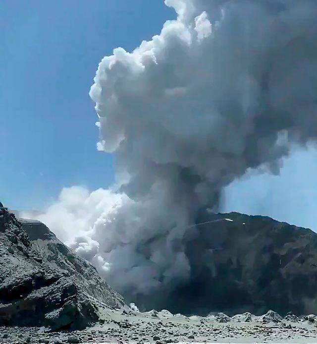 뉴질랜드 화이트섬 화산 분출 실종자 모두 사망 추정... 사망자 최소 13명