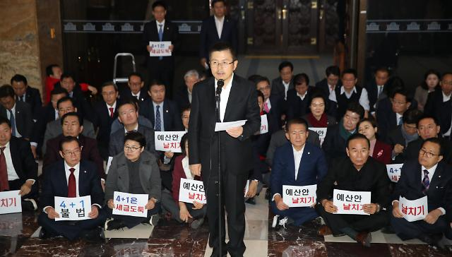 황교안, 예산안 통과에 정치뒷거래·떡고물 등 비판