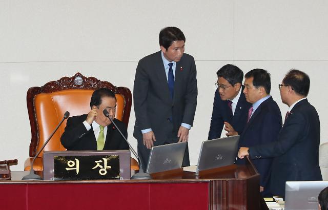 본회의 취소에 여야 숨고르기…한국당 본회의장 농성 해제