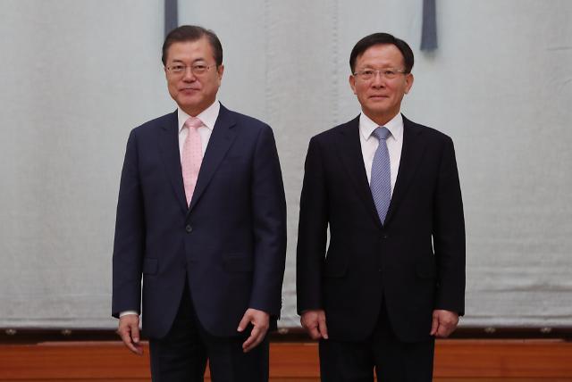 """文대통령, 이수혁 등 14개국 대사에 """"한반도 평화 위한 국제 공조 힘써달라"""""""