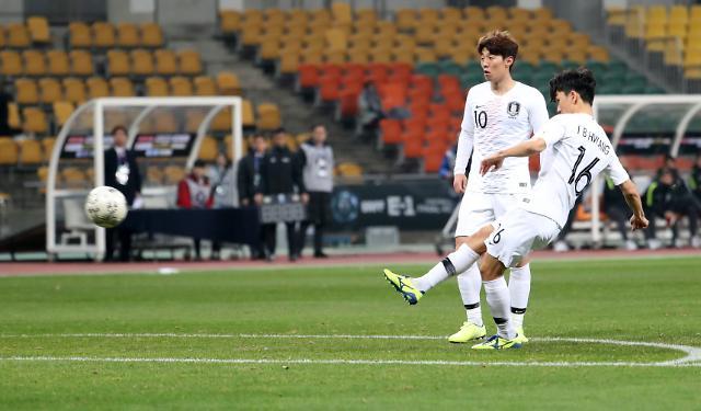 한국-홍콩 전반전 종료…황인범 프리킥 골로 1-0 리드