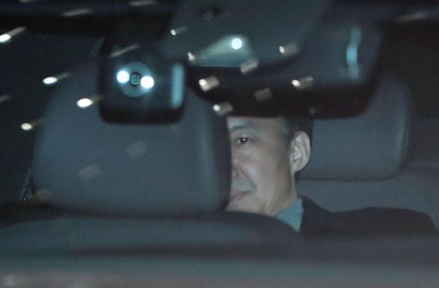 """조국, 세번째 검찰 출석… """"조사 내용 심의 결과에 따라 공보 예정"""""""