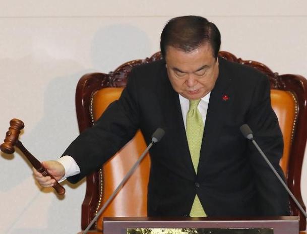 文의장, 3당 원내대표 회동 소집...패트 논의
