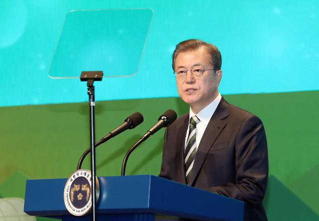 문재인 대통령 지지율, 조국 사태 땐 40% 선 무너지더니…3대 의혹에도 50% 육박