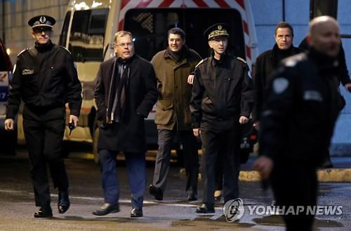프랑스서 경찰관 흉기 위협한 괴한 사살돼
