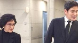 [구자경 빈소] 삼성-LG '깊은 인연' 이명희·정용진 모자 40분 조문