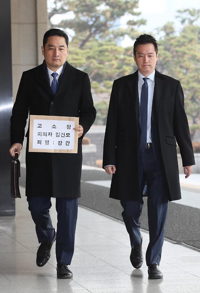 김건모 성폭행 고소 여성, 경찰에 신변보호 요청