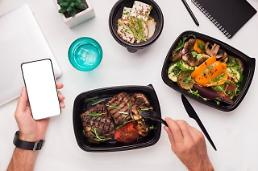 .Merger of food delivery service apps face objection by franchise shop owners.