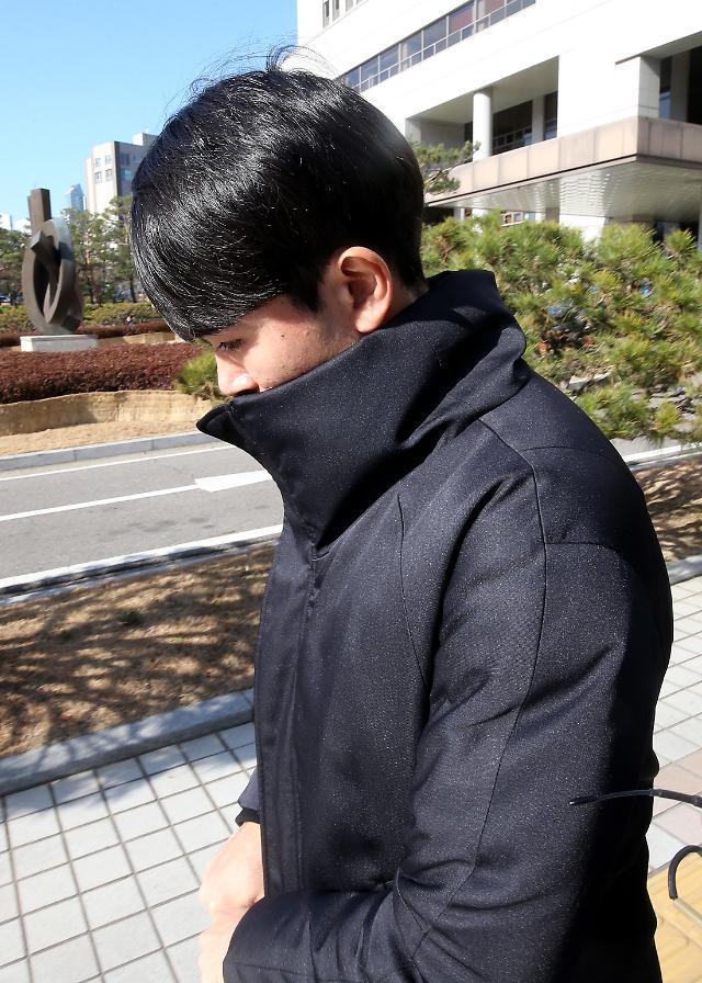 """정병국, """"혐의는 인정하지만 범행 이유는 못 밝혀""""...징역 1년 구형"""