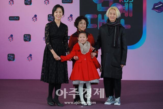 [포토] KBS 연예대상 레드카펫 밟는 살림남2 팝핀현준-박애리 가족