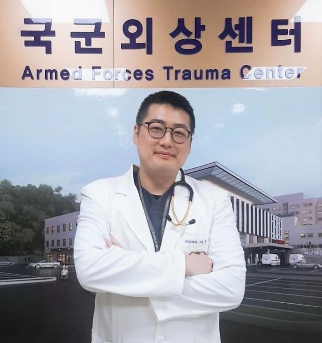 팔 절단 위기 병사 살린 이호준 소령, 국방장관 표창