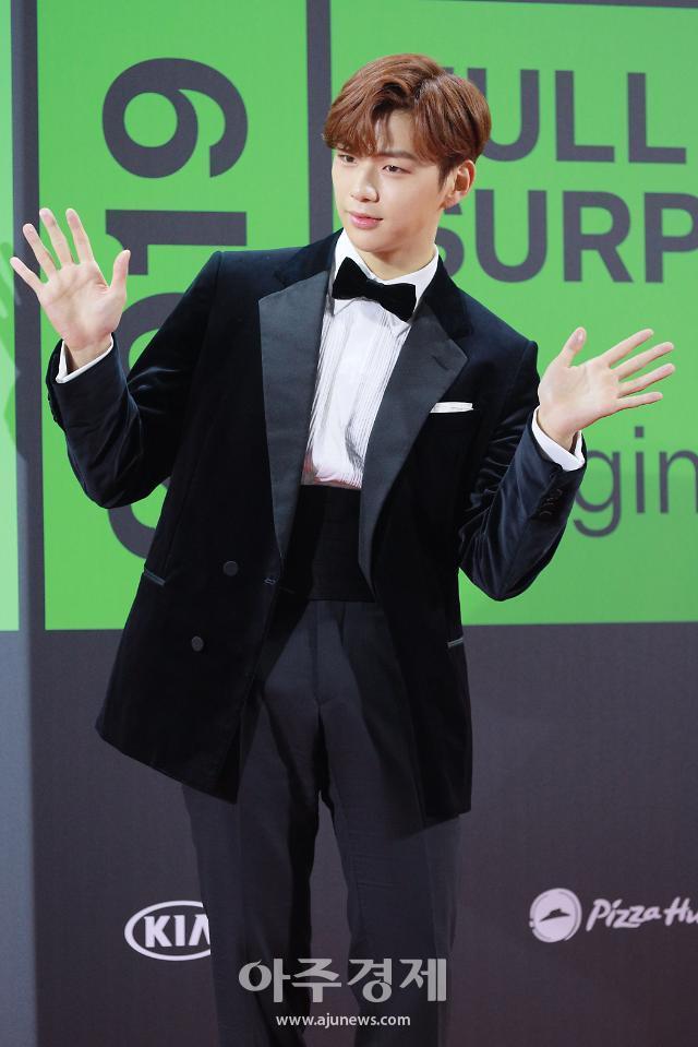 강다니엘, '크리스마스 이브' 함께 보내고 싶은 스타 1위 선정··· 2위 이승기ㆍ3위 박보검