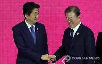 [日中韓首脳会談] 安倍首相、韓・中に密着・・・三角外交で主導権を握るか