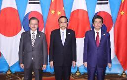 .文在寅出席韩中日工商峰会强调维护自贸秩序.