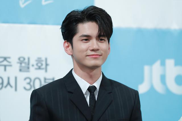 Singer-actor Ong Seong-wu asks fans to stop send gifts