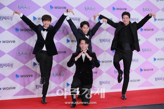 [포토] 이승기, 이상윤, 양세형, 육성재, 시그니처 포즈~ (SBS 연예대상)
